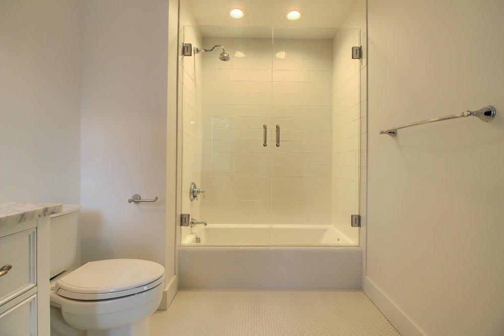 07_Bathroom_IMG_1519.JPG