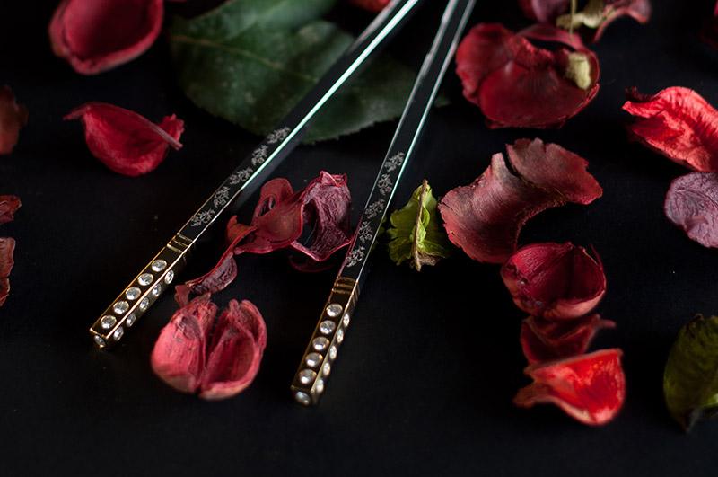 $17,000-Diamond-Encrusted-Chopsticks---42-diamonds-in-each-pair,-total-4.jpg