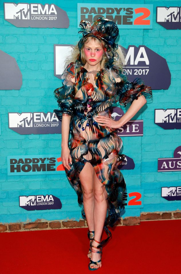 Peacocking with a signature Flush Blush - Petite Meller strutting her stuff, keeping it tropical in the cold London night. Truly takes a daring artist to be this avant-garde.