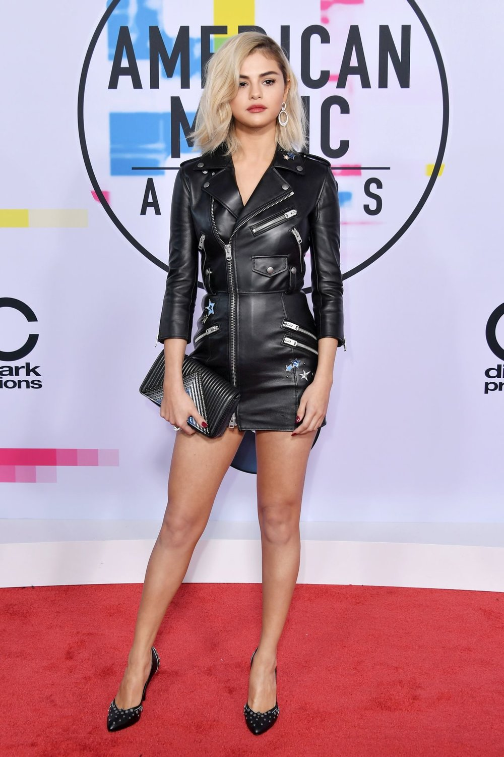 Hardcore Selena - Selena Gomez made her return in blonde last night donning a punk biker look and we're in love.