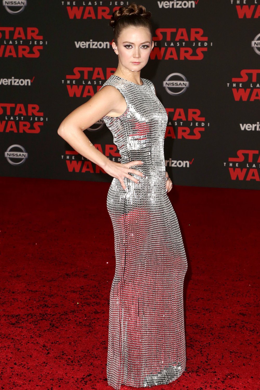 Billie Lourd - Daughter of the late great Carrie Fisher, Billie pays homage to Commander Leia's hairstyle in the previous movie. Playing Connix in the movie, she opted for a dazzlingly reflective dress, like an elegant mirror ball.