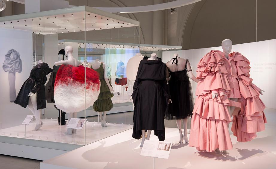 Cristóbal Balenciaga - There's still a few days left to visit this amazing exhibition! It's on until Sunday, 18 February 2018. Cristóbal Balenciaga has earned a lot of respect, as he was the most innovated and influential designer of the last century. His unique designs stunned everyone this 'shaping fashion exhibition 2017-2018'.