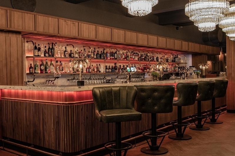 VÅRE BARER - Smakfulle cocktails og vin fra øverste hylle