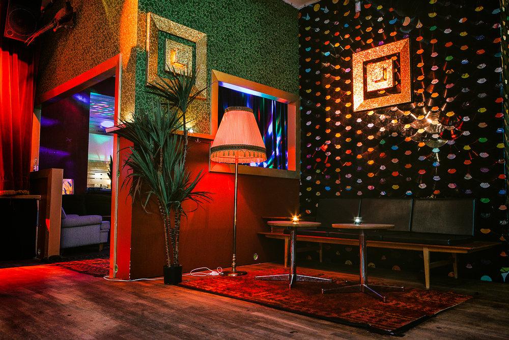 PÅ GÅNG PÅ GRAND ÖL & MAT - Klubblokalen bjuder på livemusik, kultur och klubbar flera kvällar i veckan! Fri entré i mån av plats före midnatt om inget annat anges. 18 år.Banden på helgerna går oftast på efter cirka kl. 22:30.