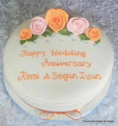 5 Roses Wedding Anniversary Cake