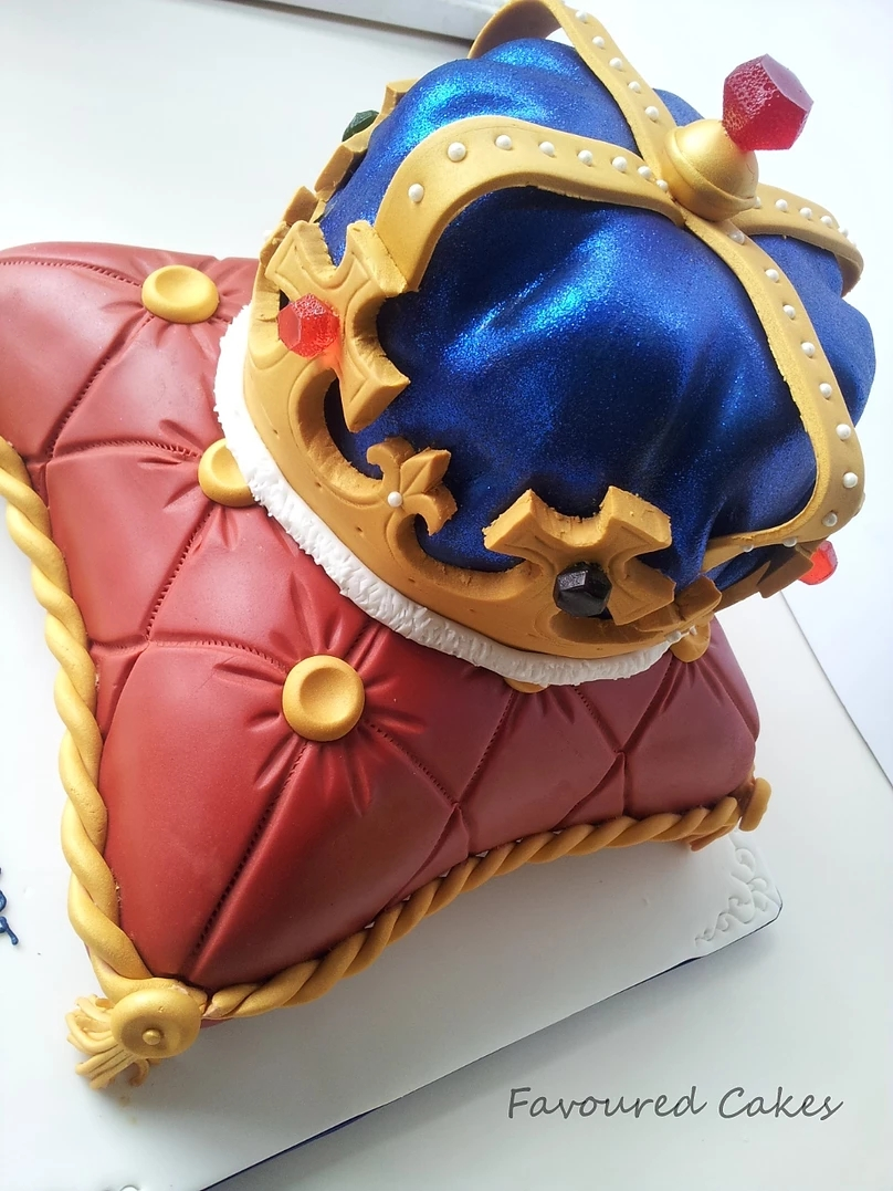 Crown & Cushion Cake