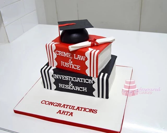 graduation cakes belvedere kent_1.jpg