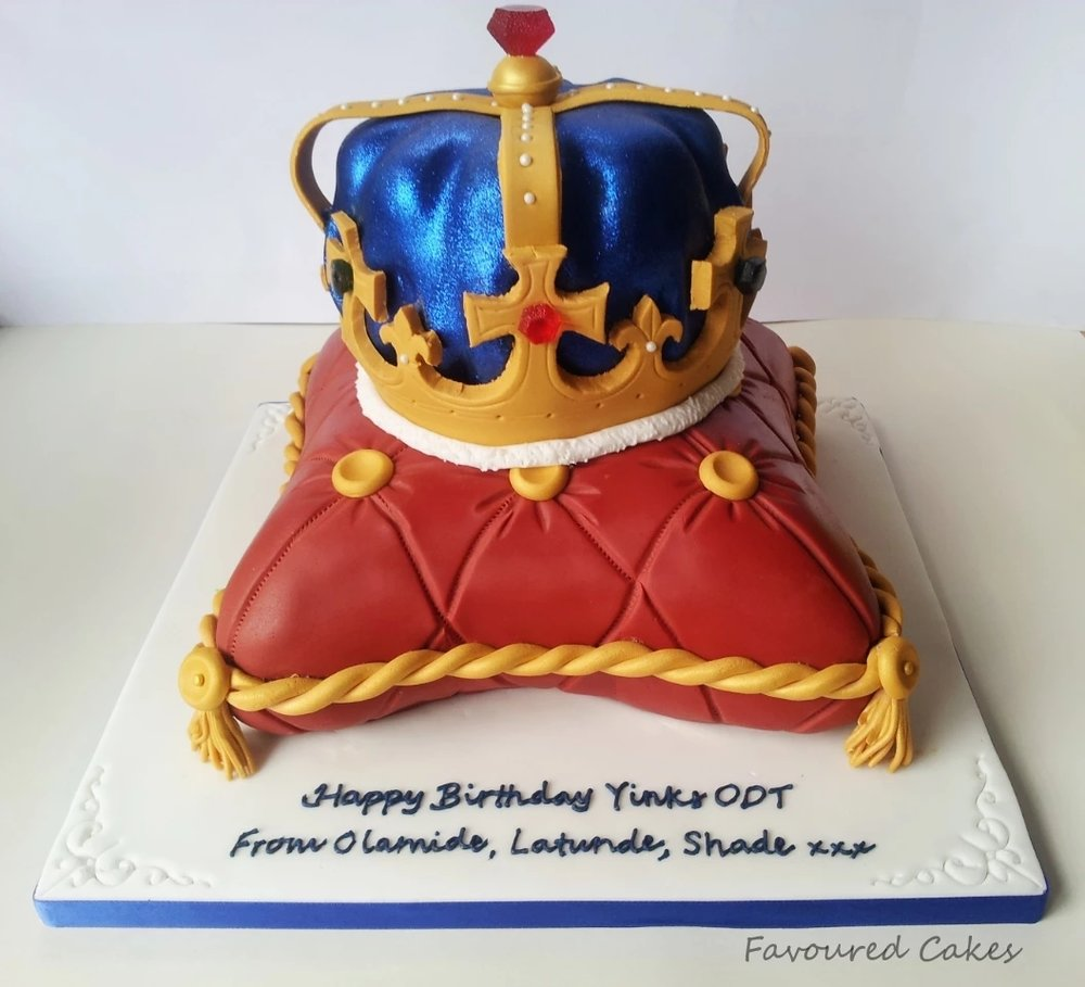 Crown & Cushion Cake CR02