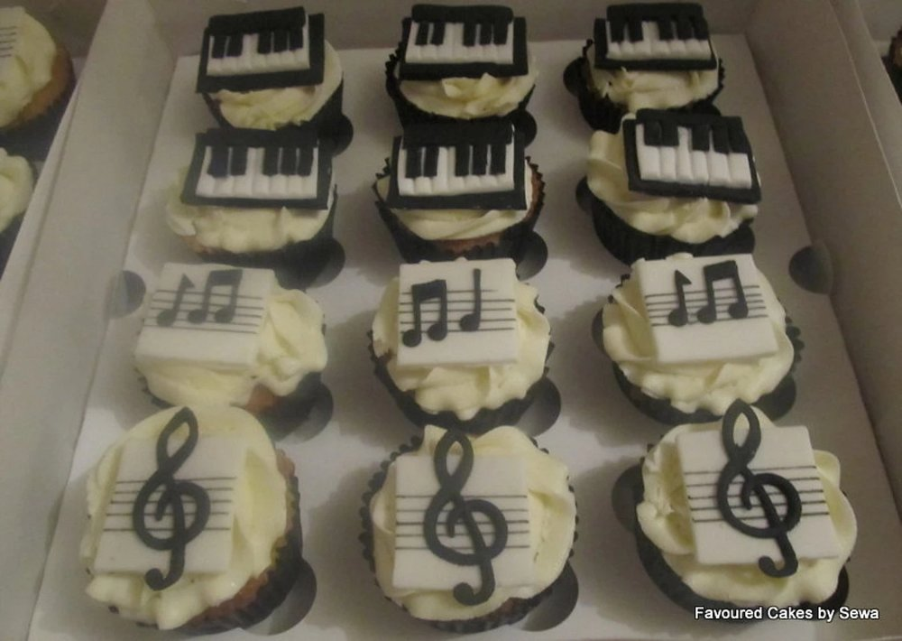 Musical Notes & Piano Cupcakes