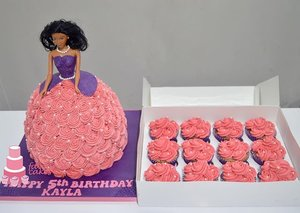 Rosette Doll Cake & Cupcakes