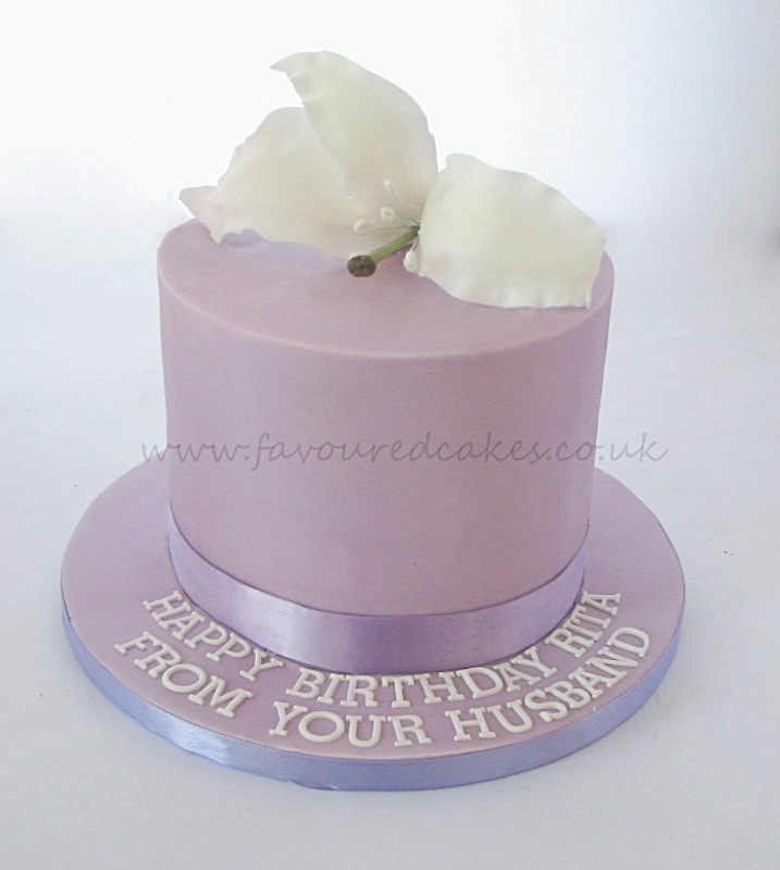 White lily lilac cake