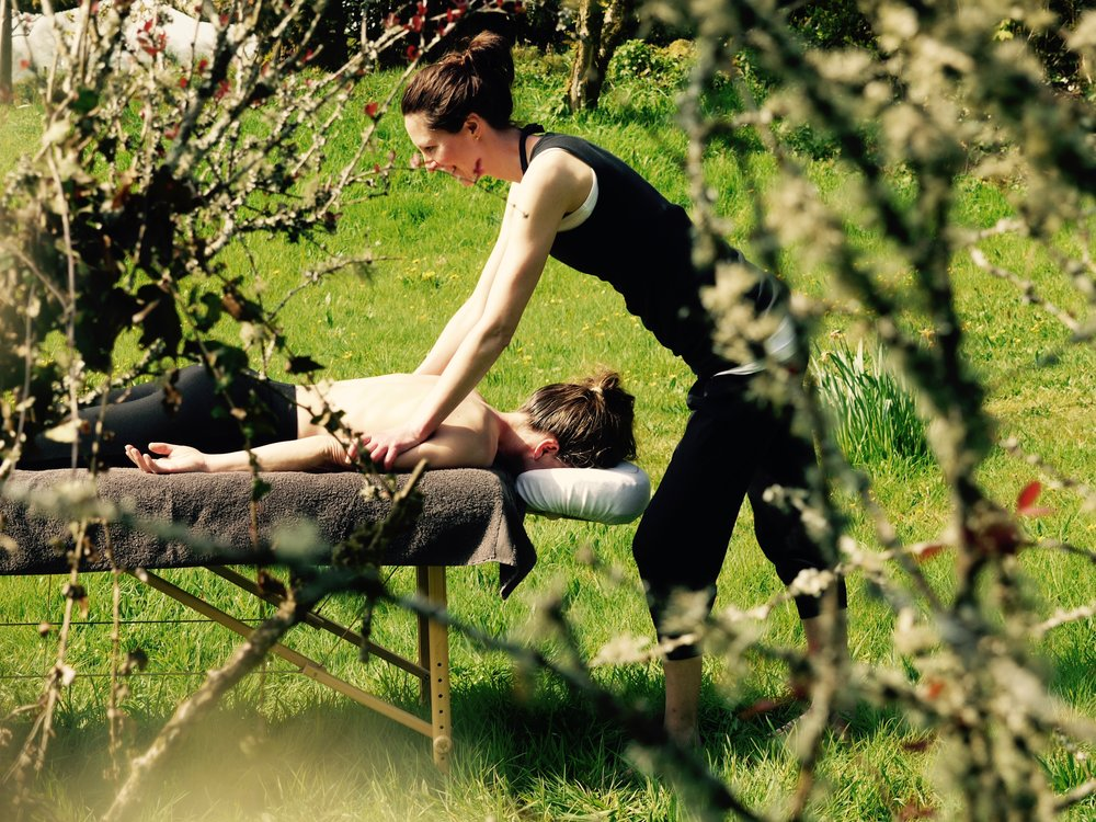 Tia Tamblyn al fresco massage