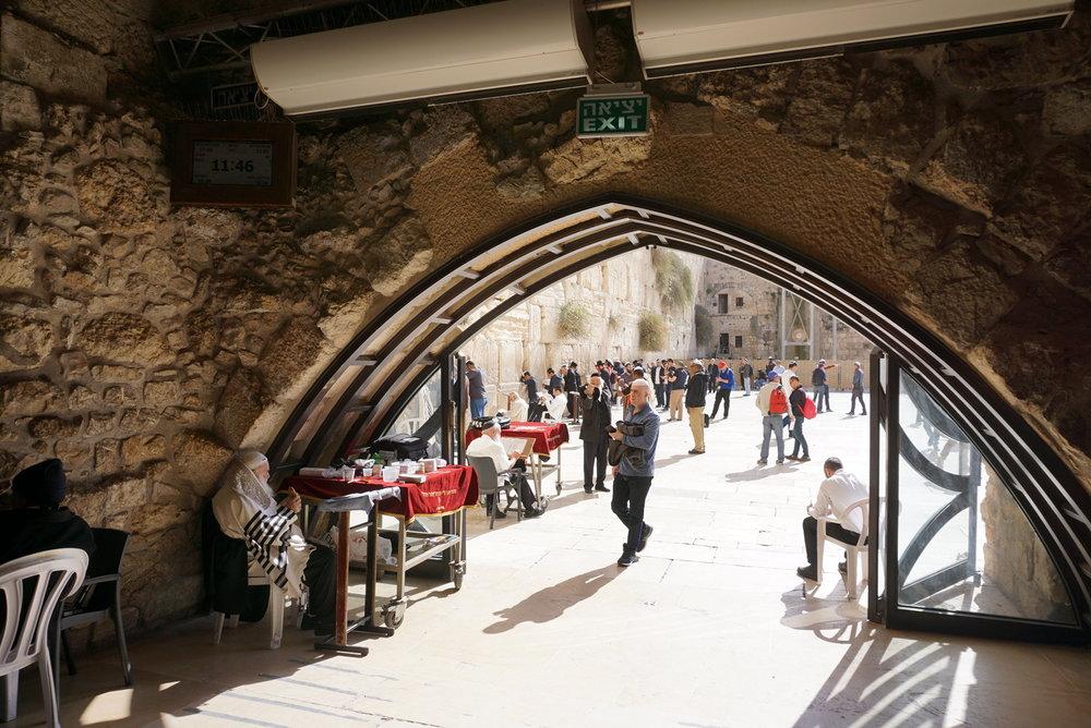 Synagogue West Wall Jerusalem.jpg