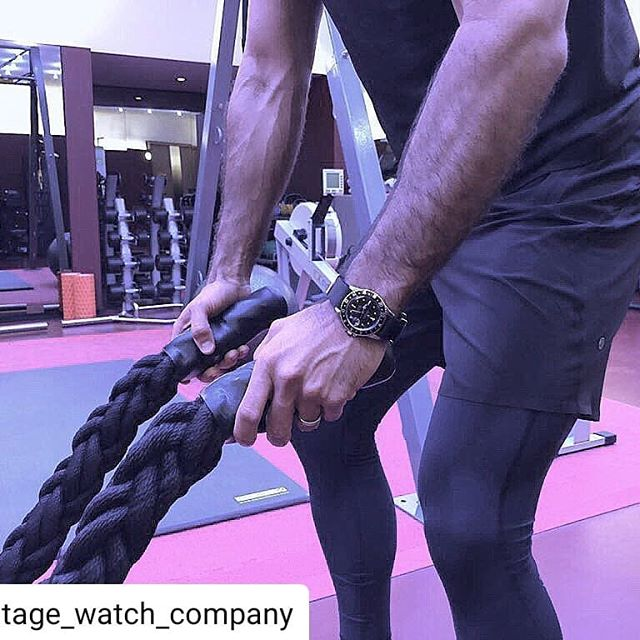 #workoutwednesday 👊  Training @scottashleysays  Gym @akashawellbeing  Hotel @hotelcaferoyal  Kit @lululemonuk  Photo @adam_rogers_  Rolex @vintage_watch_company . . #vintagerolex #gmtmaster #steelandgold #1978 #rolexgmt #regentstreet #hotelcaferoyal #londonluxury #leadinghotelsoftheworld #vintagewatchcompany #rolex #burlingtonarcade #gym #natostrap