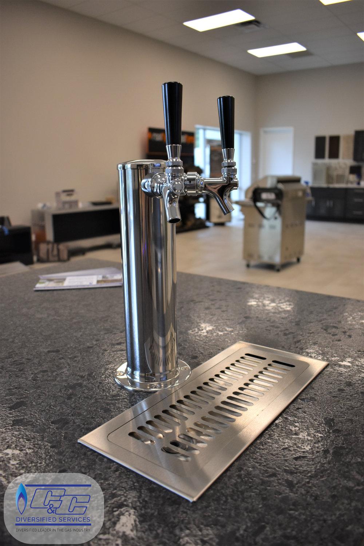 "24"" Twin Eagles Beer Keg Dispenser – Twin Tap Built-In"
