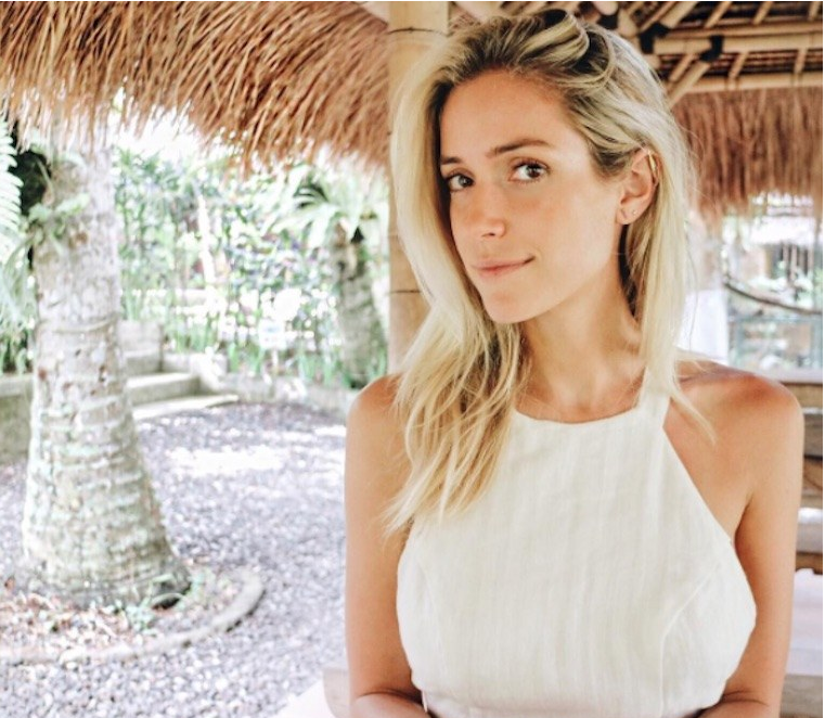 "Kristin Cavallari - ""I use a diffuser all the time,"" she says. ""I use grapefruit a lot—I find it really energizing and I love how it smells. Lavender's also a year-round favourite, as is peppermint. [...] In cold and flu season, I have my immunity-boosting blend: lavender, thieves, lemon, oregano, and frankincense.""[photo from Instagram @kristincavallari]"