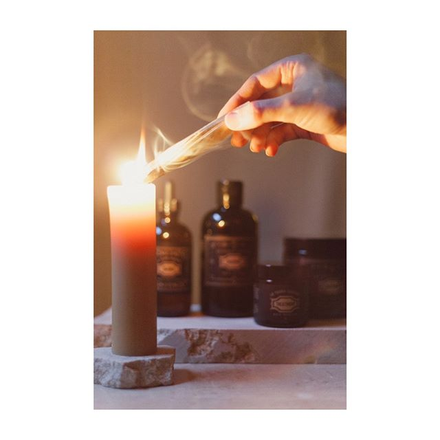 ✨Sunday Rituals✨  Rituals are considered solemn ceremonies consisting of a series of actions imbued with intention. Something as simple as hair-care can become a sacred ritual if you create the space for self-healing. For #selfcaresunday, I always encourage my clients to use this day for a Hairemony, which I created to be a sacred ceremony for the hair.  What's your favorite way to care for yourself?  Photo by @lmarissaboone . . . . . . . . . . #greenbeauty #nochemicals #naturalhairproducts #ecofriendlyproducts #nontoxicliving #naturalbeautyproducts #sustainablebeauty #haircaretips #hairrepair #greenbeautyproducts #haircareroutine #organicsalon #healthyscalp #consciousbeauty #hairgrowthoil #hairoils #lowimpactlifestyle #crueltyfreehair #earthconscious #naturalhairproduct #overprocessed #hairstylingproducts #sustainablehaircare #hairritual #latierrasagrada #hairemony #hairritual