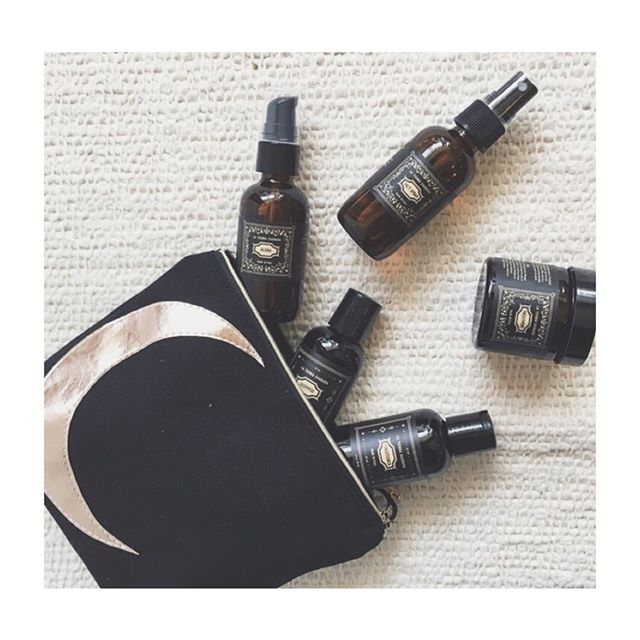 Caring for your hair in accordance with the phases of the moon has nearly endless benefits towards influencing the overall health of your mane.🌘🌑🌒 Syncing up with the moon connects us to the natural rhythm and flow of the universe.  Our hair is a powerful way to connect to ourselves and our inner beauty.  When you take the time to treat your hair to a ritual, you are not only working on the physical strands, but on your entire Self, which benefits from the action and the intention. The New Moon Ritual Kit is the perfect gateway into creating balancing hair rituals, during the moon phases as well as everyday. . . . . . . . . . . #selfcare #hair #ritual #naturalhaircare #latierrasagradahair #hairemony 