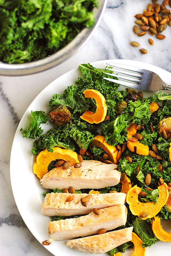 delicata squash and kale salad with chicken | shemadeitshemight.com