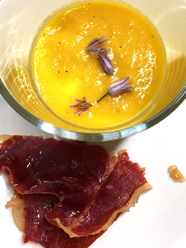cantaloupe soup with crispy proscuitto