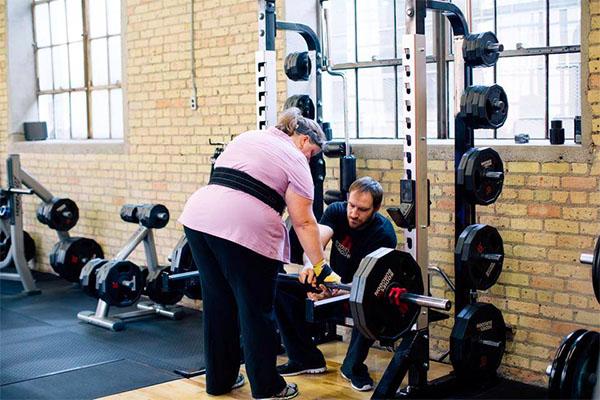 Jen dead lifting