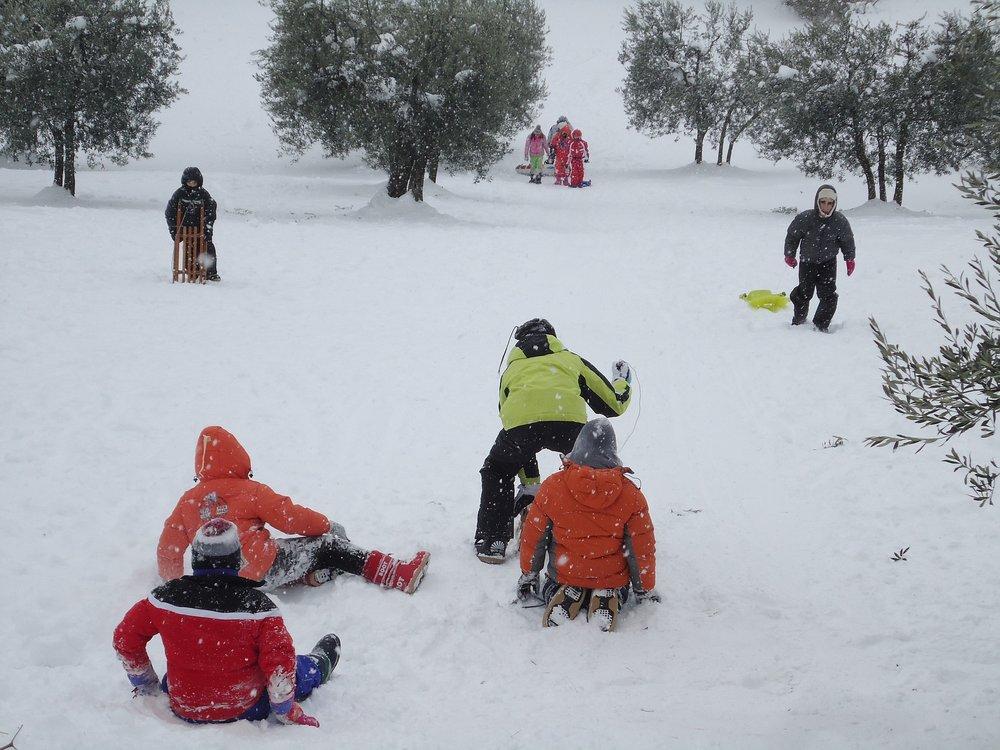 children-on-snow-869526_1920.jpg