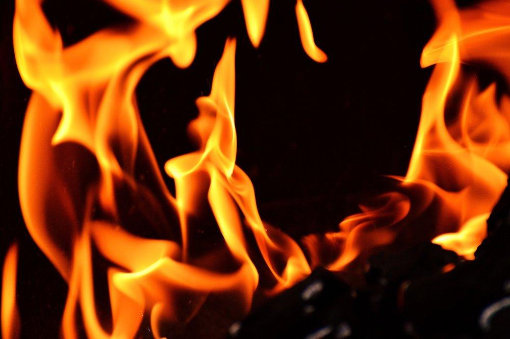 fire-2204171_1920.jpg