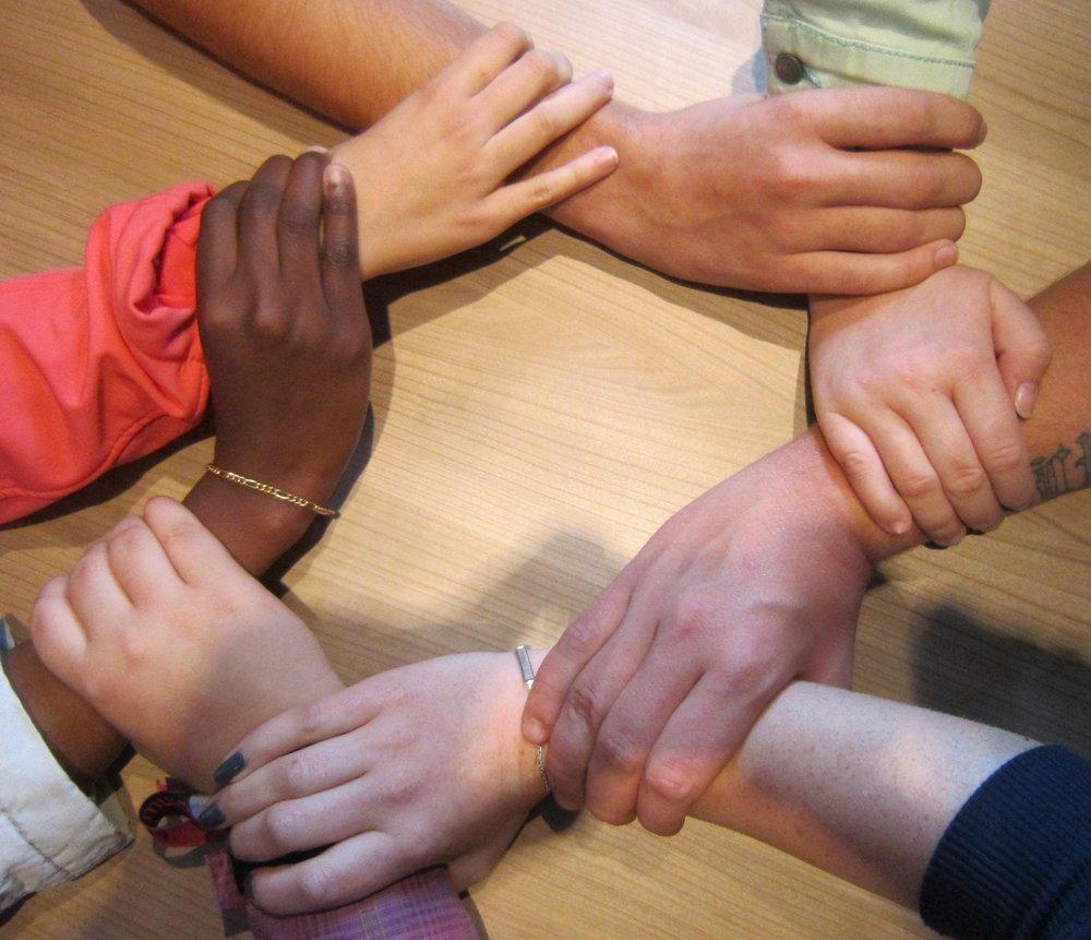 hand-group-people-leg-finger-foot-1244146-pxhere.com.jpg