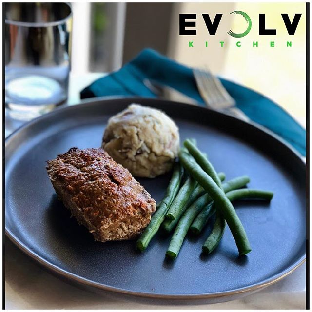 If you haven't tried our Signature mini meat loaf, served with smooth mashed potatoes and green beans you're missing out! 🌱🍽 Order by tonight and meals will be ready for pickup on saturday morning #healthyfood #evolvwithus #mealpreppioneers #convenience #glutenfreemenu