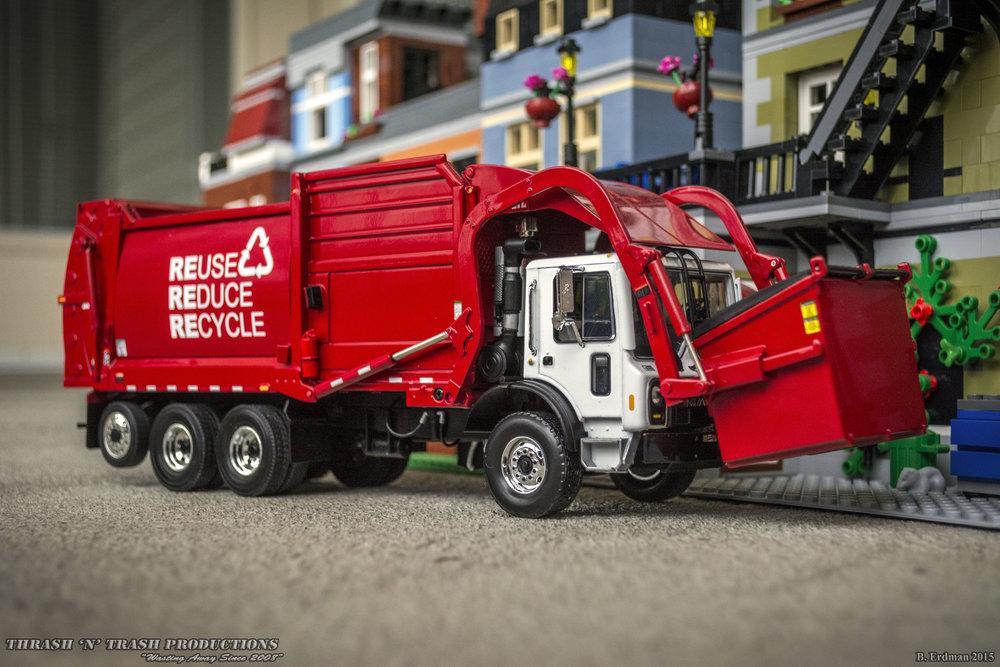 K Terrapro Front End Loader Garbage Trash Truck With Bin 1 34 Scale Cast Model By First Gear 10 4017