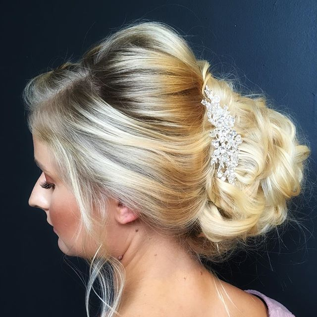 Today was so much fun! I loved attending the styling demo and hands-on class from @hairandmakeupbysteph!  To create this look, I used a hair donut to make a fuller bun with #kenraprofessional spray in 13 and 25 to hold everything in place. Also, @denise.schulenberg has very long hair so I think it took just as long to take the bobby pins out as it did to put them in 😂 • • • • #hairfashionandbridal #hairandmakeupbysteph #modernsalon #ittakesapro #beautylaunchpad #cosmoprofbeauty #behindthechair #weddingupdo #bridal #updo