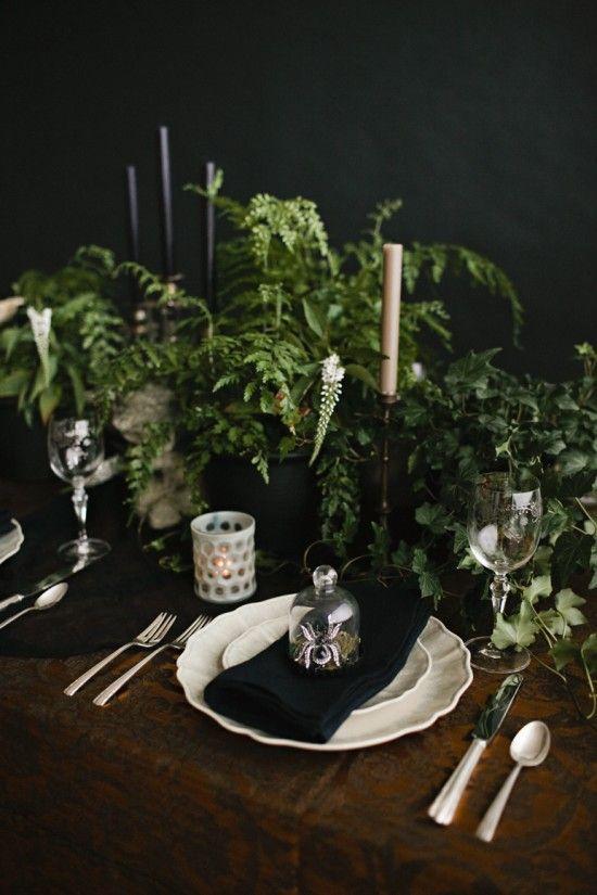 Arreglos de mesa en tonos oscuros