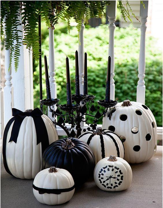 Calabazas blancas con detalles negros