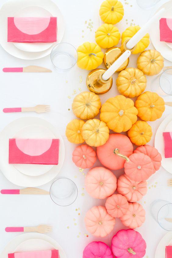 Calabazas de colores estilo ombre.  Via Oh Happy Day