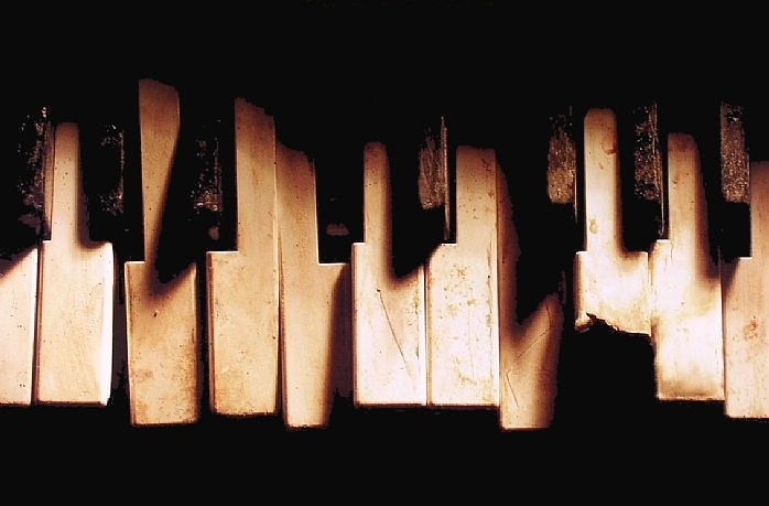 broken-piano-keys.jpg