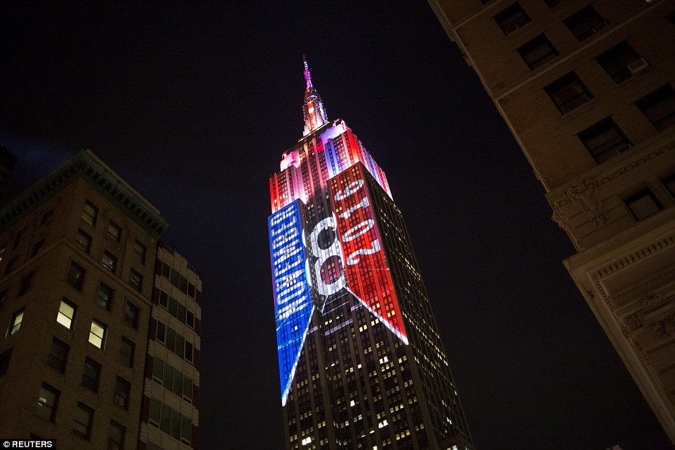 3A30D58100000578-3918754-The_Empire_State_Building_is_featuring_a_special_display_on_its_-a-18_1478662096848.jpg