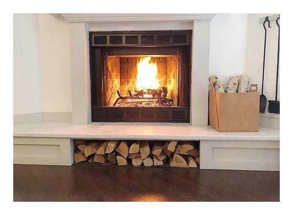 This is one of my favorite home makeovers. I spend so much time in front of the fire, and it's so easy since it has a gas starter + it's wood burning. The best of both worlds!  Swipe right to see the before photos. ⠀⠀⠀⠀⠀⠀⠀⠀⠀⠀⠀⠀⠀ ⠀⠀⠀⠀⠀⠀⠀⠀⠀⠀⠀⠀⠀ ⠀⠀⠀⠀⠀⠀⠀⠀⠀⠀⠀⠀⠀#interiors #insta #fireplace #woodburning #homedecor #instagood #instadaily #interiors #interiorstylist #renovation #diy #vintagehome #restoration #living #inmydomaine #theeverygirl #sodomino #apartmenttherapy #fall #interiordesign #chicagodesigner #photooftheday #itstheweekend #farmhouse #hgtv #homeandgarden #naturallight #stylemepretty #neutral #vso