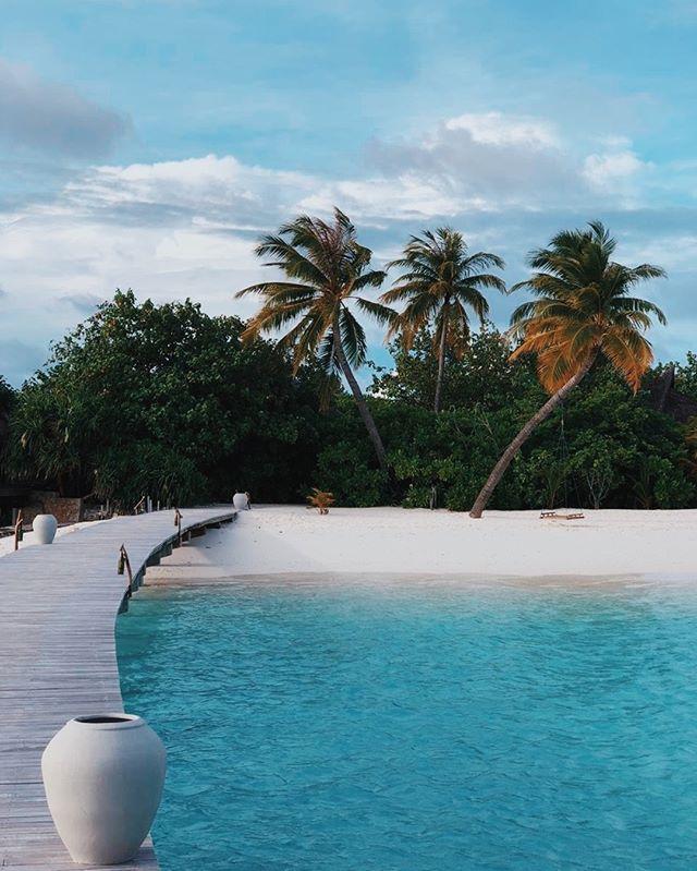 Early morning walk...to breakfast! 😄  #DriftRetreat #Maldives