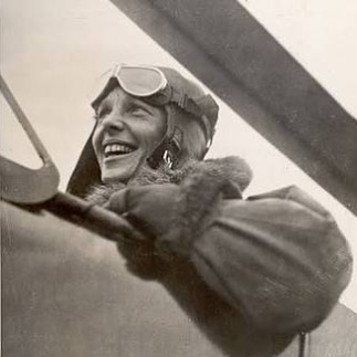 #throwbackthursday ✈️ on this day in 1935 Amelia Earhart was the first person to fly solo from Honolulu to Oakland, California. ⠀⠀⠀⠀⠀⠀⠀ ⠀⠀⠀⠀⠀⠀⠀ #femalefirsts #womentolookupto #womensequality #flight #fiercefemale #worldfirst #onthisday #guinessworldrecord