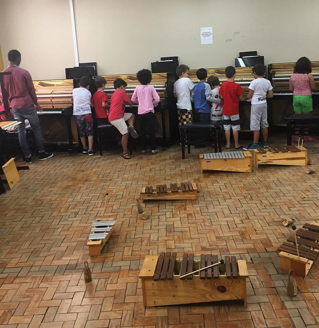 "A normal day for me is to go to the polo/music center in the morning and attend several classes in different instruments. Today in the ""music for beginner""-class we opened the pianos to explore how the piano works on the inside🎹 #jmtakeover #MOVE #Brazil -Hannah, São José dos Campos"