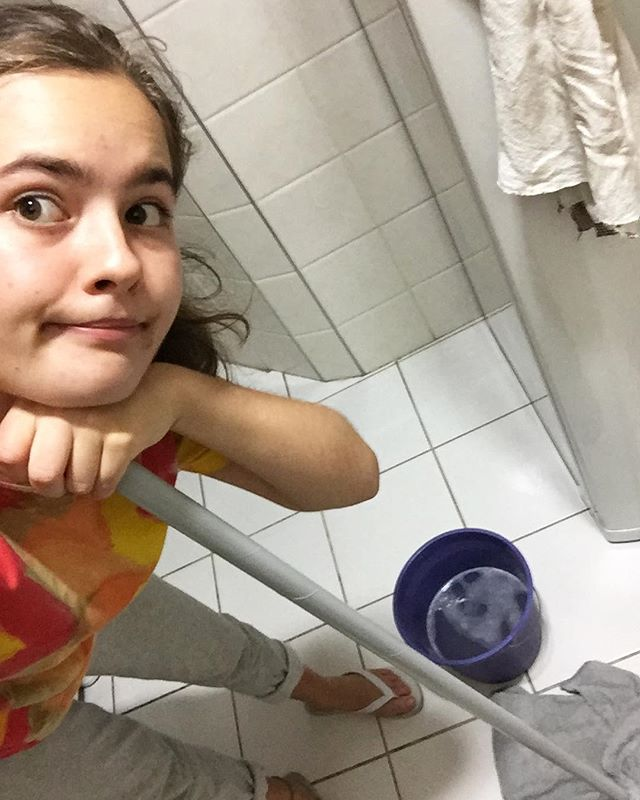 During a MOVE-exchange you live in a house/apartment with other people from other cultures, and the habits of cleaning and washing you have may be different from what the others have. Then it is a good idea to share the work so everyone stay happy: So today is my day to clean the kitchen🚿🍽💦👌🏼#jmtakeover #MOVE #Brazil -Hannah, São José dos Campos