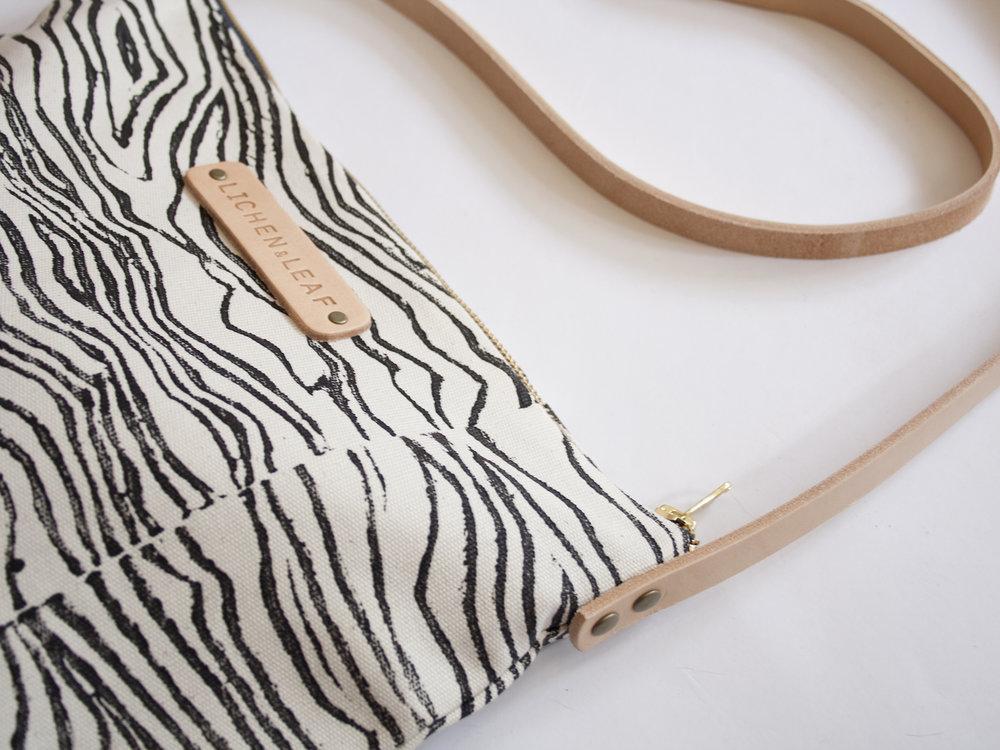 shoulder bag waves black 2.jpg