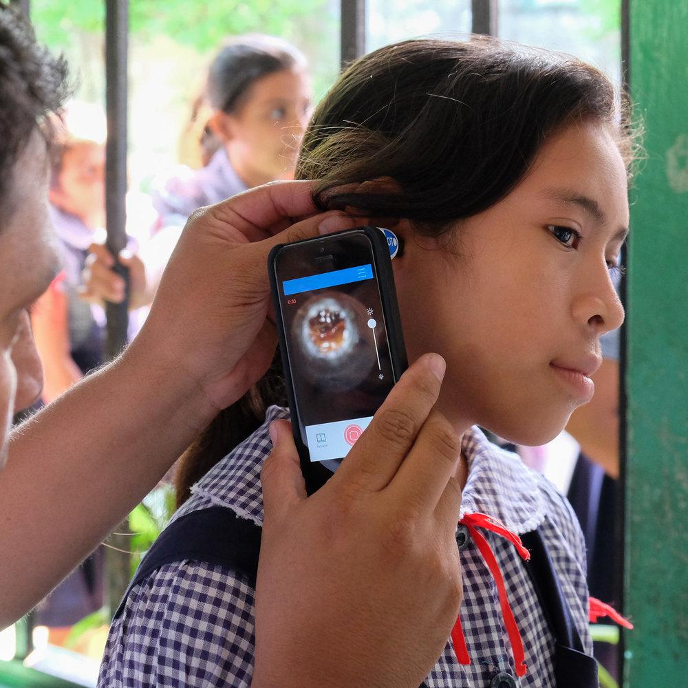 Réduction des coûts  En utilisant les technologies mobiles, nous réduisons grandement les coûts d'accès à une aide auditive pour les personnes démunies.
