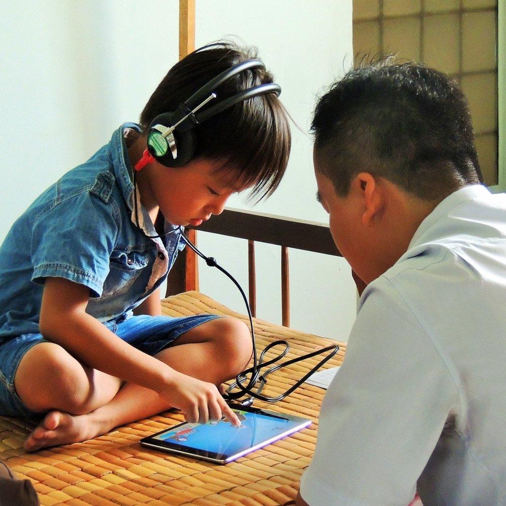 Cuidado de calidad  Usamos audífonos digitales de alta calidad y proporcionamos servicios de seguimiento para una atención duradera.