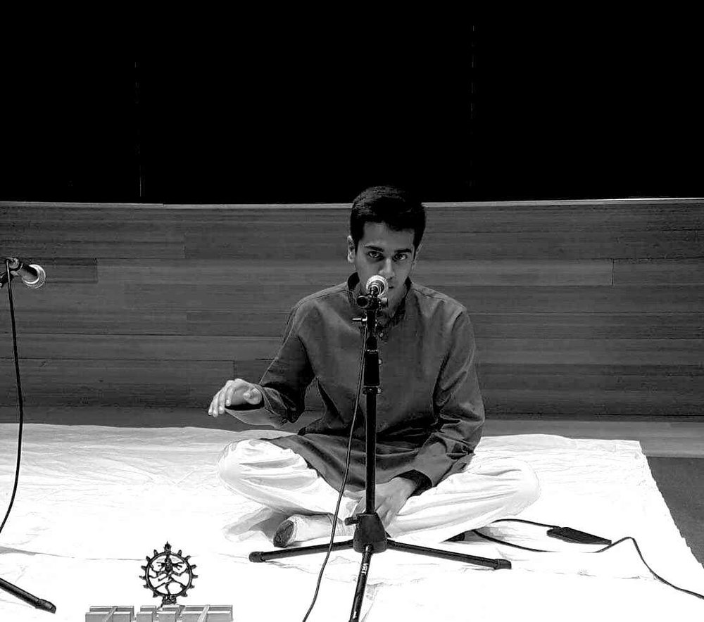 Balakrishnan sang the classical song Mayatheetha at a SPIC MACAY (Society for the Promotion of Indian Classical Music and Culture Amongst Youth) event held by students. Photo by  Jiaman (Maggie) Peng .