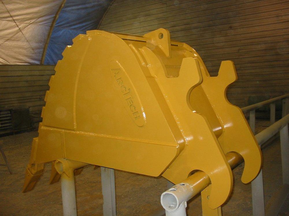300_Series_-_42_inch_Dig_Bucket-002.jpg