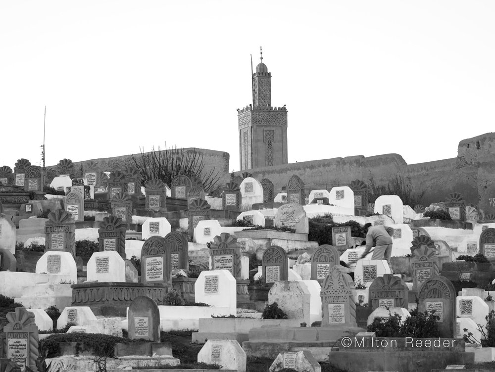 MoroccoGraveDigger6855.jpg