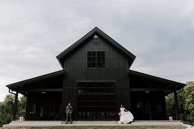 Feeling a little under the weather this weekend so spending the day with my pup and browsing through some past shoots. Still obsessed with the new black barn 😍