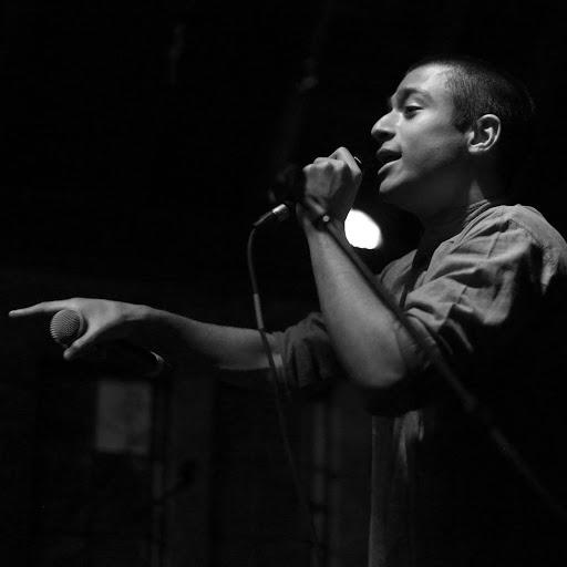 Harsha Sen '19 performing at Swarthmore's Olde Club