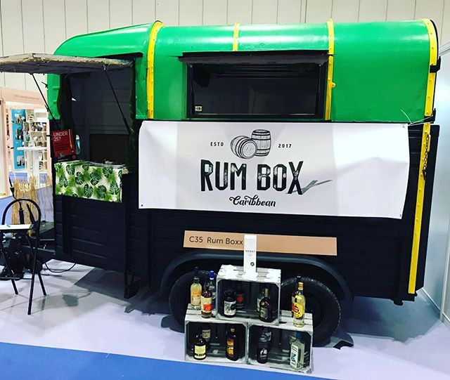 Are you a #mobiletrader who is in need of hiring a trailer? Do you want a different look for your next event? The #rumboxx or should I say #theboxx is available to hire...get in contact for details ✌🏾#trailerforhire #mobiletraders #hire #hireatrailer #london #convertedhorsebox